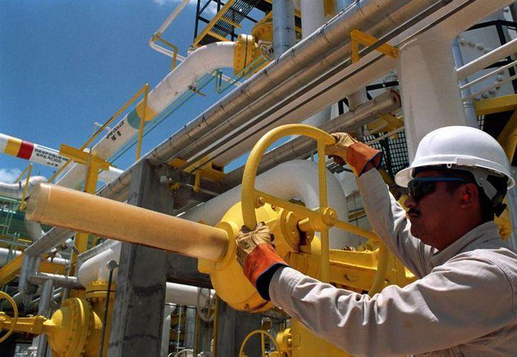 De acuerdo con cifras de la empresa, al cierre de septiembre su fuerza laboral fue de 142 mil 975 trabajadores. (Archivo/EFE)