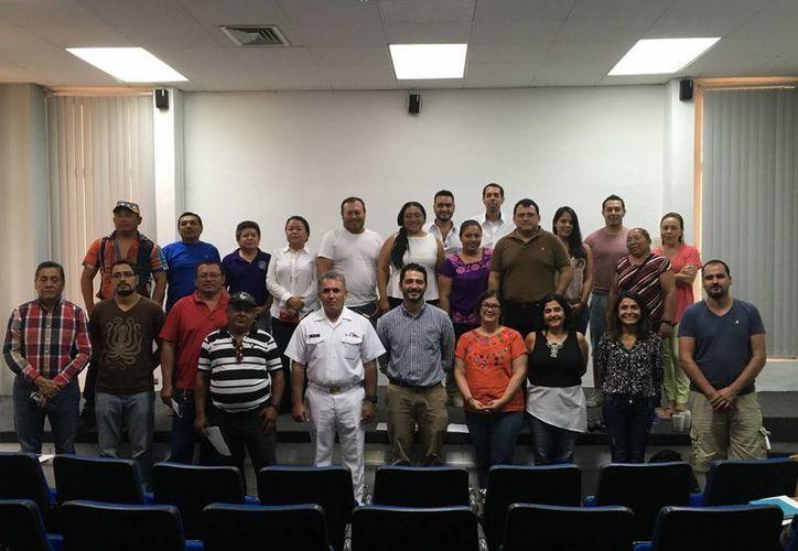 Participantes en el taller sobre reformas a la Ley General de Pesca y Acuacultura Sustentable, realizado en Mérida, Yucatán. (SIPSE)