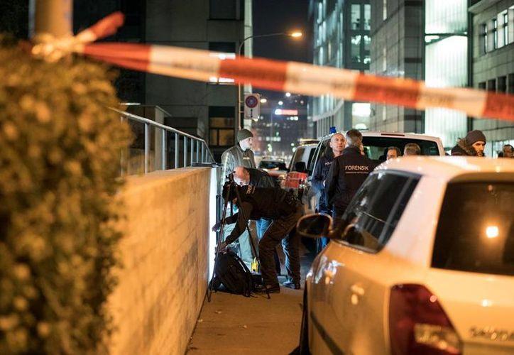 Tres personas resultaron heridas por el ataque con arma de fuego registrado en una mezquita en la ciudad de Zurich, en Suiza. (Ennio Leanza/Keystone via AP)