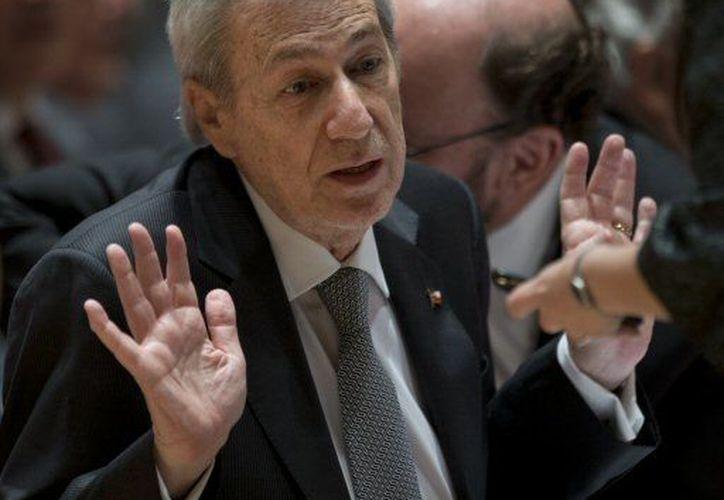 El embajador de Chile Albert van Klaveren Stork presenta sus argumentos durante las audiencias sobre una disputa con Perú por los límites marítimos. (Agencias)