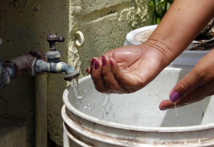 La Junta de Agua Potable y Alcantarillado de Yucatán exhortó a los vecinos de las 127 colonias del norte y sur de Mérida a tomar medidas por el corte del servicio durante este viernes. (Milenio Novedades)