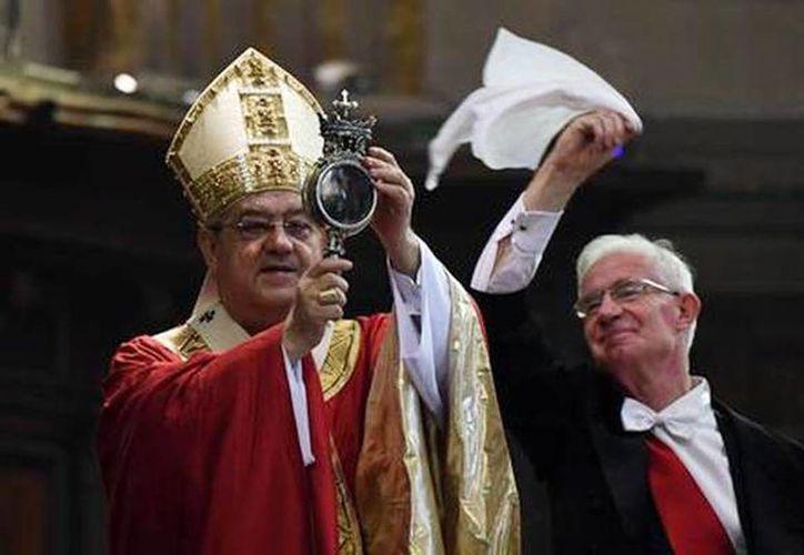 El anuncio de la licuefacción de la sangre sucedió a las 10:38 hora local, por el cardenal Crescenzio Sepe. (ANSA)