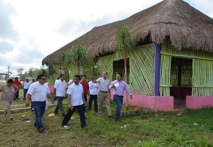 El presidente municipal Juan Manuel Parra López realizó un recorrido por la instalaciones de la Feria Expomor. (Cortesía/SIPSE)