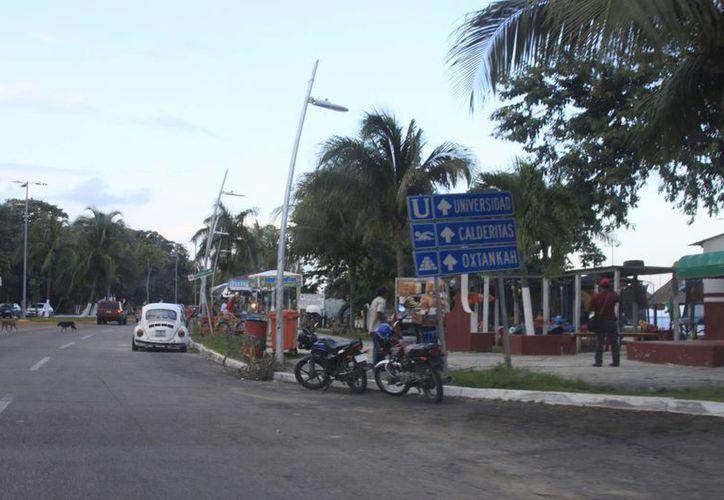 Los trabajos en el bulevar Bahía permitirán a Chetumal brindar una mejor imagen como destino turístico. (Harold Alcocer/SIPSE)