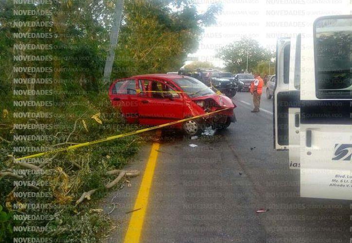 Una menor de edad falleció ayer en el accidente ocurrido en la carretera Puerto Morelos - Cancún.  (Eric Galindo/SIPSE)