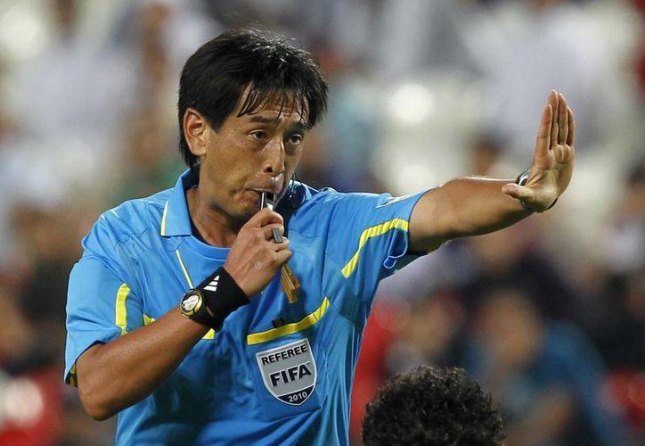 Yuichi Nishimura tiene experiencia mundialista, pues hace cuatro años pitó cuatro partidos. (Foto: AP)