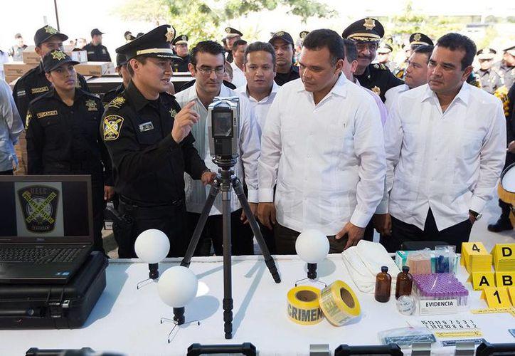 El titular del Poder Ejecutivo en Yucatán entregó equipos científicos para combatir el crimen en la entidad. (Milenio Novedades)