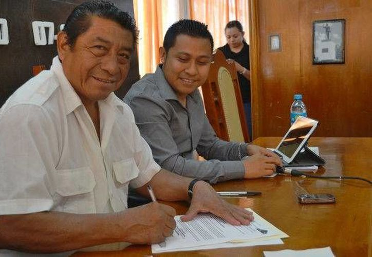 La firma del documento de solicitud se efectuó en el marco de la trigésima quinta sesión ordinaria, llevada a cabo en la sala de cabildos del palacio municipal. (Redacción/SIPSE)