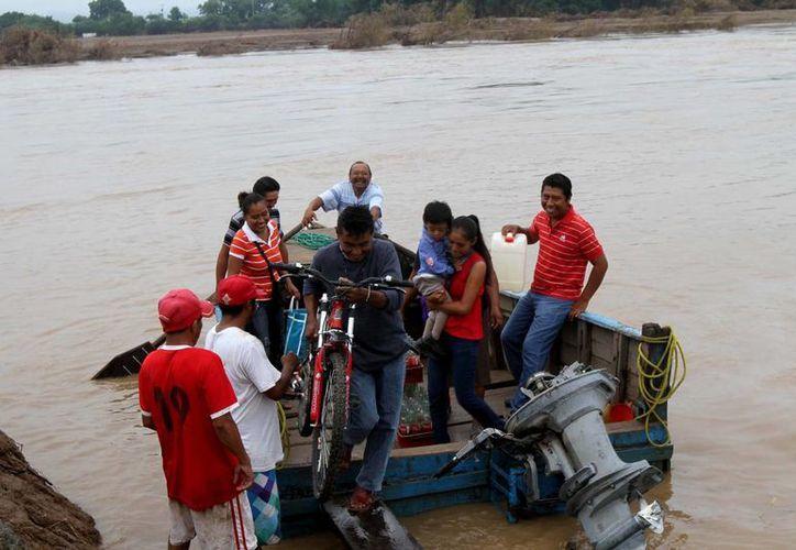 En Guerrero la vida cotidiana sigue afectada por el desastre. (Notimex)