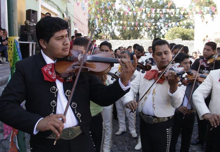 La cobertura de salud para todos los mexicanos, entre ellos los músicos, forma parte del Plan Nacional de Desarrollo. (Archivo/Notimex)