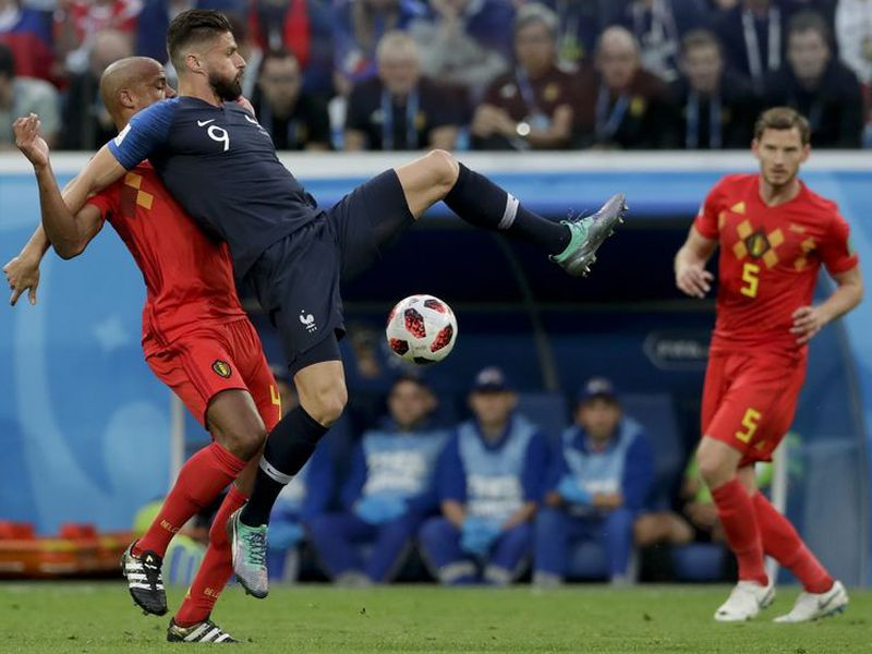 El primer tiempo comenzó con los belgas atacando más (Foto AP)