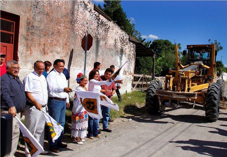 Avanza a buen ritmo el programa de construcción de calles y llega a más municipios del interior del estado. (Cortesía)
