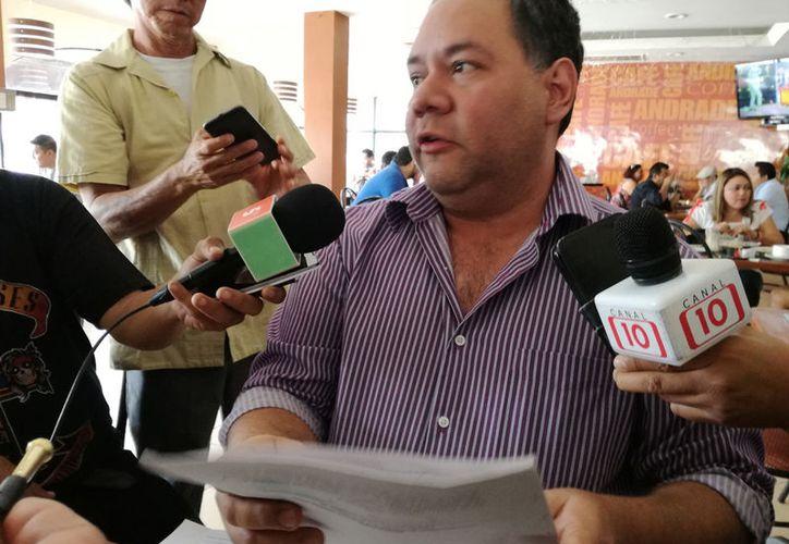 El ex priísta también acusó que la actual diputada independiente responde a intereses contrarios a Morena. (Adrián Barreto/SIPSE)
