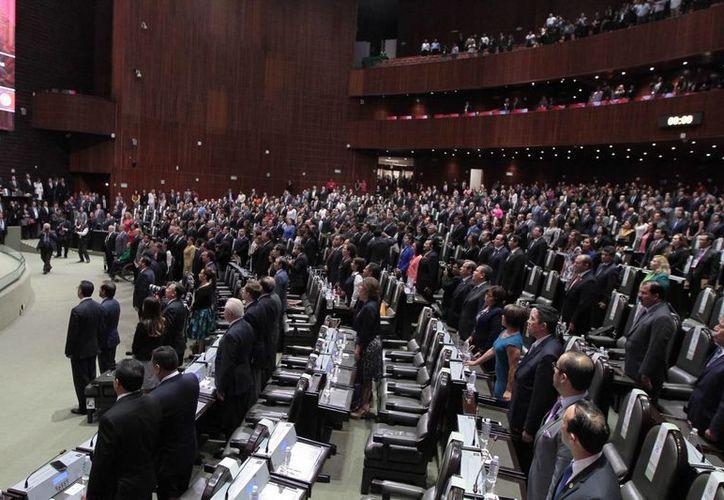 En la sesión del martes 27 de septiembre, el presidente de la Mesa Directiva del Senado, Pablo Escudero, recibió el oficio firmado por 17 de los 18 senadores del PRD. (Archivo/Notimex)