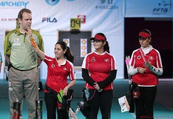 El equipo femenil mexicano de Tiro con Arco se coronó en el Mundial en Francia y el varonil se quedó estancado en semifinales. (Foto cortesía de la Conade)