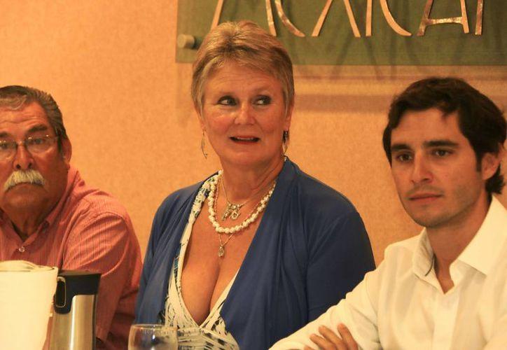 En conferencia de prensa, Renate Herberger dio los pormenores de su recorrido por la isla. (Gustavo Villegas/SIPSE)