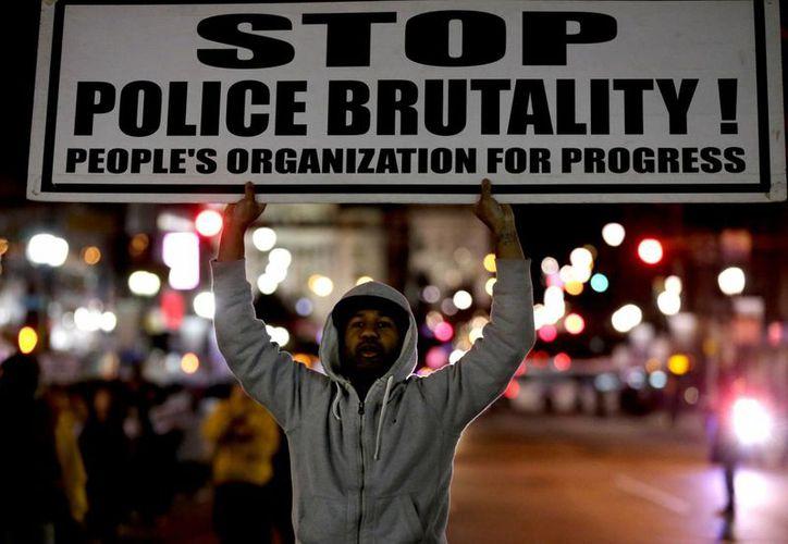 La decisión de no acusar al oficial Wilson de ningún delito desató protestas en el suburbio de Ferguson y en el resto del país. (Agencias)