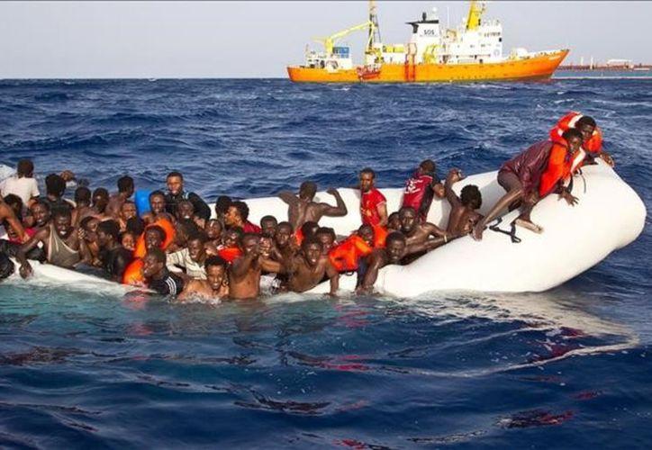 Los cuerpos de 23 migrantes que murieron ahogados en el naufragio de un bote en el Mediterráneo. (Contexto/Internet).