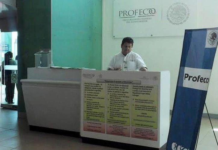 La Profeco informó ayer que del 21 de diciembre al 3 de enero instalarán módulos en el Aeropuerto Internacional de Mérida, así como también en las estaciones de autobuses como parte de los trabajos de monitoreo y vigilancia. (Foto de contexto de SIPSE)