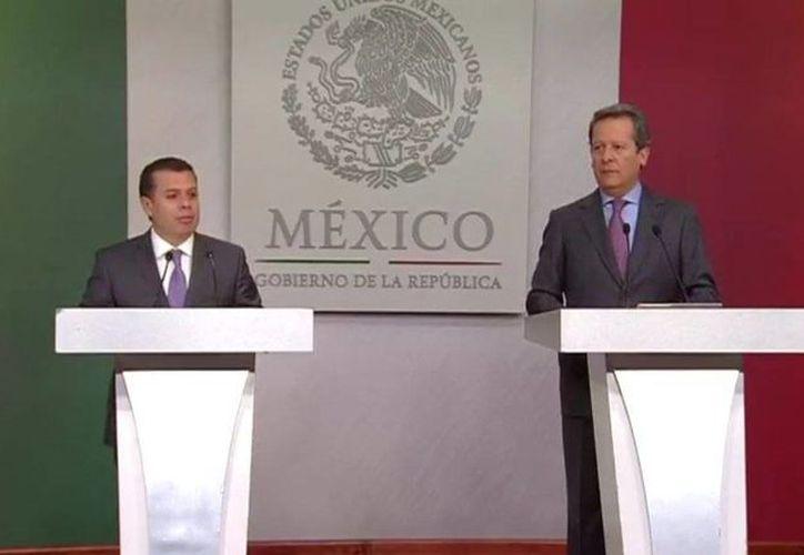 El consejero jurídico de la Presidencia, Humberto Castillejos, y el vocero Eduardo Sánchez dieron detalles de la impugnación que hace el gobierno de la República a la Ley Federal de Telecomunicaciones. (Presidencia)