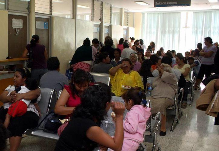 Los pacientes son trasladados a otras clínicas de salud para su atención. (Milenio Novedades)