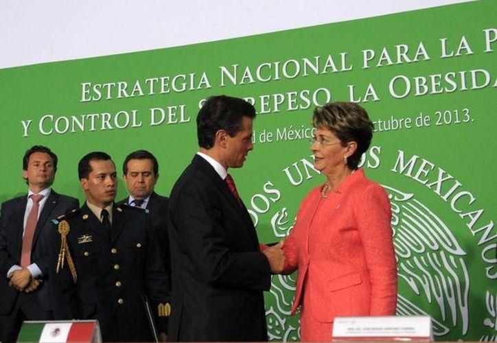 Peña Nieto estuvo acompañado por empresarios directivos de Coca Cola y Bimbo durante el lanzamiento de la Estrategia.(presidencia.gob.mx)