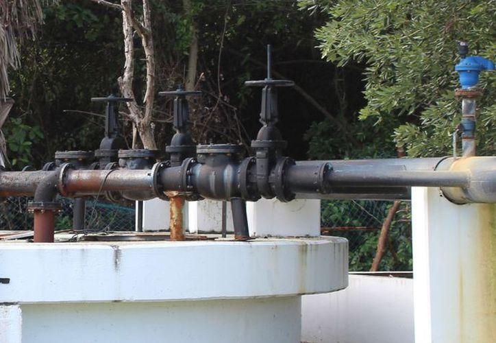 La Comisión de Agua Potable y Alcantarillado (CAPA) pierde 36 millones de pesos anuales por fugas de agua en los 42 kilómetros de tubería .