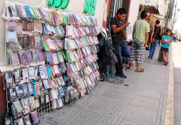 Los contadores no ven con buenos ojos que la reforma fiscal no considere gravar a oferentes informales. (Milenio Novedades)