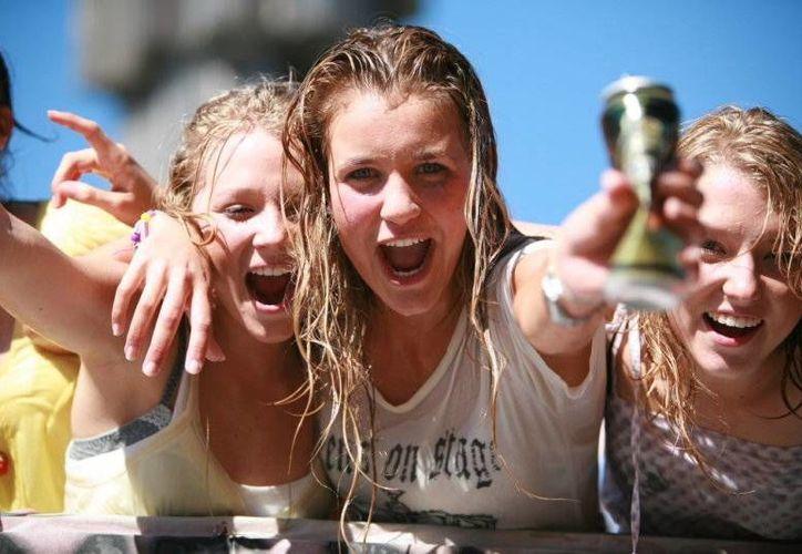 Los hoteleros reconocen que los jóvenes estadounidenses no dejan buena derrama económica. (Redacción/SIPSE)