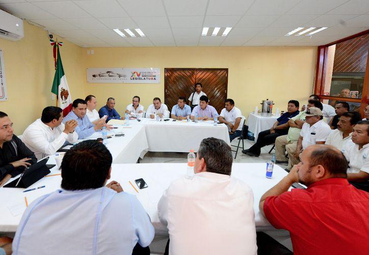 Los temas a discutir son la autorización para el ingreso de las plataformas digitales y el servicio de moto taxis. (Foto: Cortesía)
