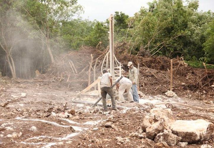 Obreros iniciaron con los trabajos preliminares con la limpieza del predio. (Tomás Álvarez/SIPSE)