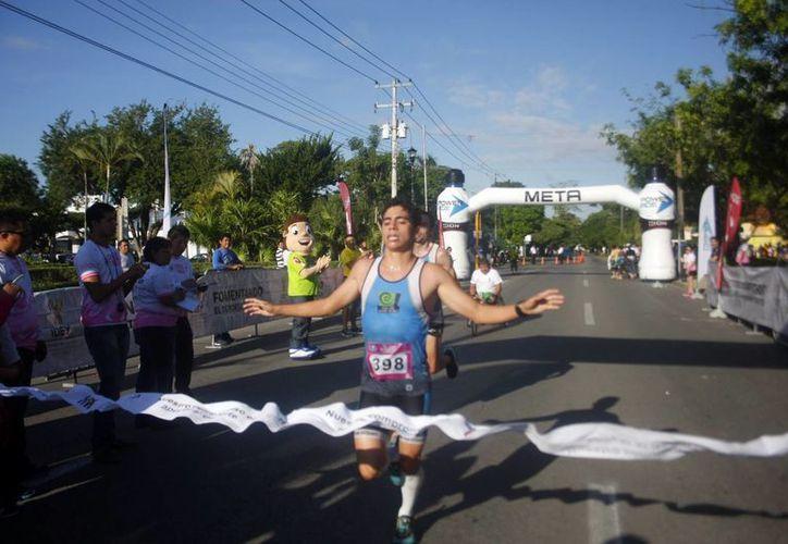 En la carrera Tócate, en alusión a la prevención contra el cáncer de mama, participaron corredores y atletas con sillas de ruedas. (Milenio Novedades)