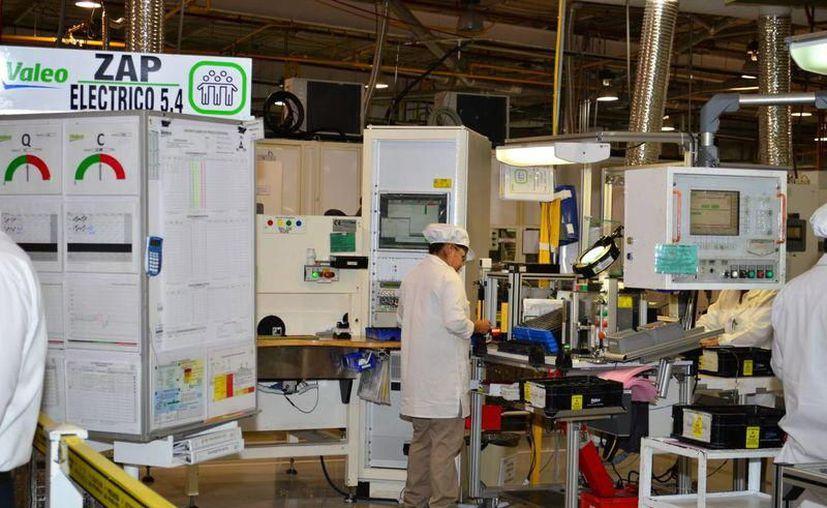 El sector manufacturero se suma a alista de afectados por las alzas de luz. (Foto: Milenio Novedades)