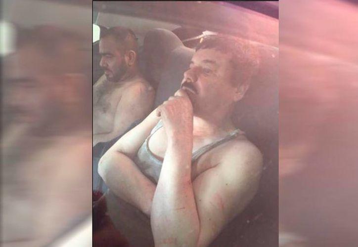 El capo de la droga Joaquín 'El Chapo' Guzmán fue detenido esta mañana, anunció el presidente Enrique Peña Nieto. Primera imagen de la captura del Chapo Guzmán.(facebook.com/AztecaNoticias)