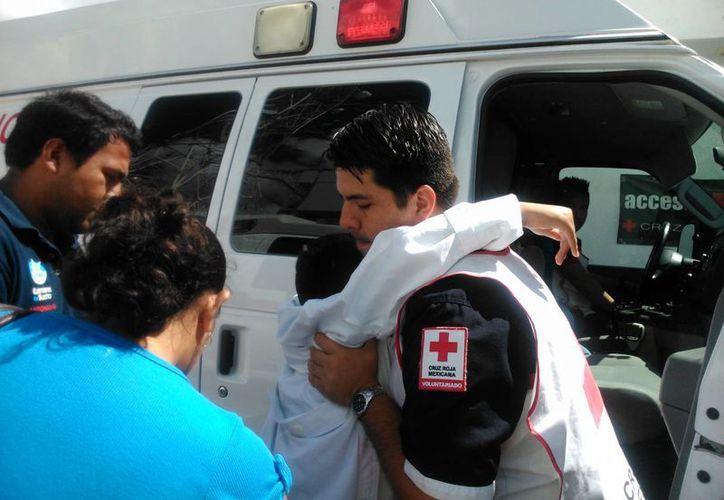 Los paramédicos le indicaban a Rodrigo los pasos a seguir al llegar a la escena. (Consuelo Javier/SIPSE)