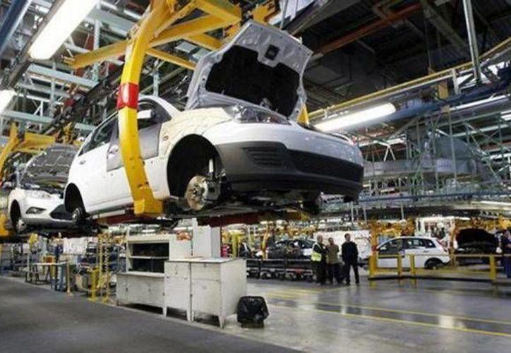 Se espera que este año México exporte 1.7 millones de vehículos a EU, es decir, casi 200,000 más que Japón. (SIPSE/Contexto)