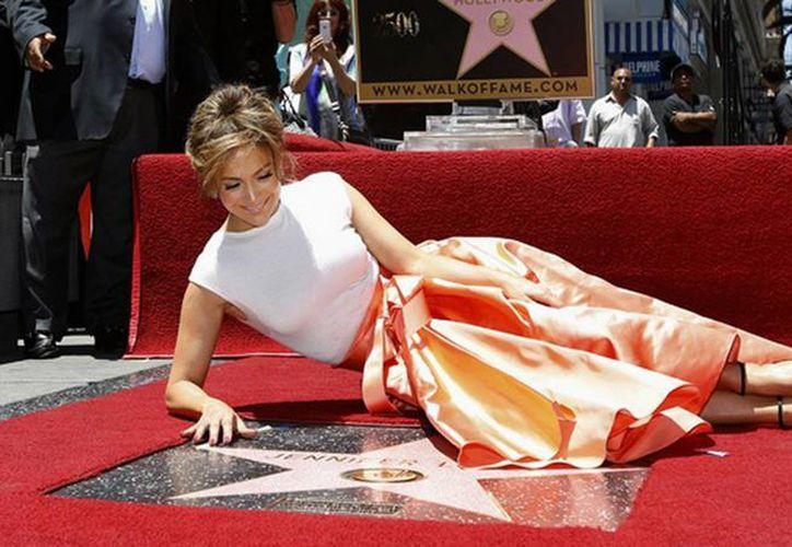 J.Lo fue la estrella 2,500 del paseo de la fama. (Agencias)