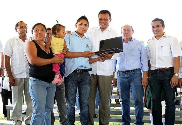 El Gobernador encabezó la entrega de los equipos. (Milenio Novedades)