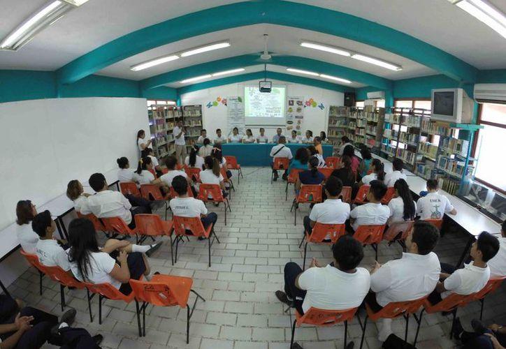 Un total de 16 mil 583 jóvenes que egresan de la secundaria manifestaron su intención de continuar sus estudios de bachillerato. (Gerardo Amaro/SIPSE)