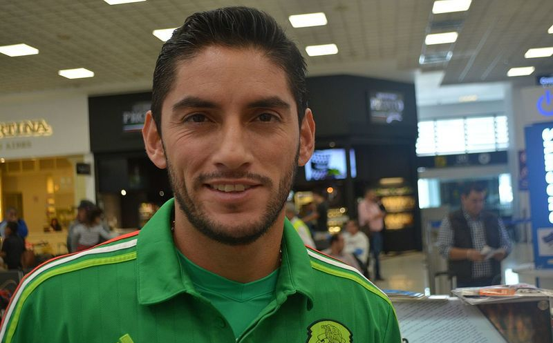 Óscar 'El Conejo' Pérez postergaría retiro para volver a Cruz Azul