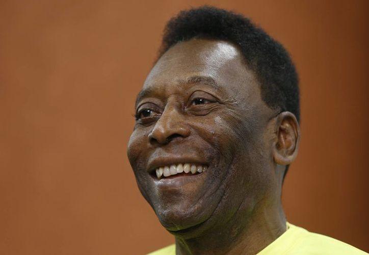 Pelé estaba contemplado como uno de los posibles candidatos para encender el pebetero de los Juegos Olímpicos de Río 2016.(Kirsty Wigglesworth/AP)