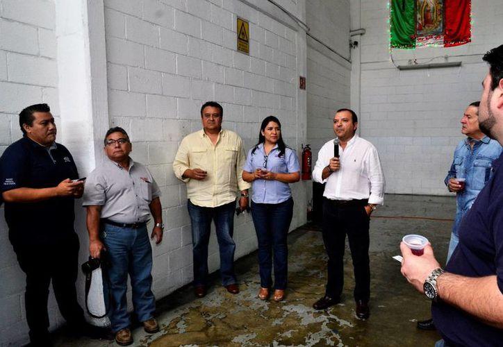El gerente general de medios impresos de Grupo SIPSE, Manuel Castillo Carrillo, deseó salud para todos los trabajadores y subrayó que el año 2017 habrá que esforzarse aún más pues se vislumbra complicado. (Fotos: Daniel Sandoval/SIPSE)