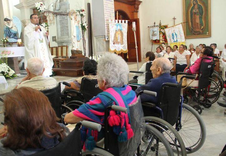 En la parroquia de Lourdes, en el marco de la fiesta patronal, se celebró la misa especial por los enfermos, en la ciudad de Mérida.  (Jorge Acosta/Milenio Novedades)