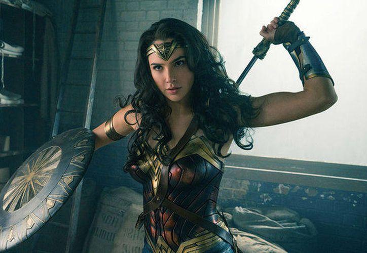 """""""Feliz Día a todas las madres maravillosas"""", dice en el video. (Foto: Wonder Woman)"""