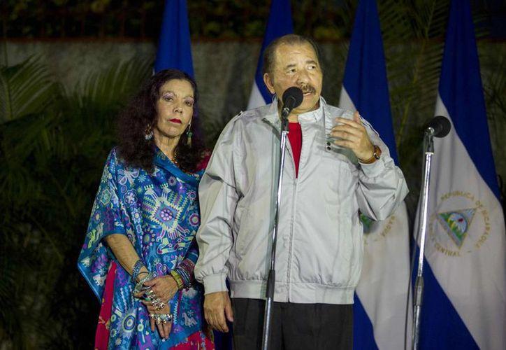 El presidente de Nicaragua, Daniel Ortega, y su esposa, Rosario Murillo, ofrecen una rueda de prensa durante las elecciones generales nicaragüenses, en Managua, Nicaragua. (EFE)