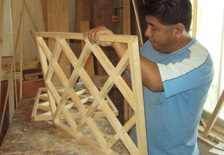 Se ofrecieron cursos de artesanías en madera fina, herrería, masoterapia, serigrafía y carpintería, entre otros. (Jesús Tijerina/SIPSE)