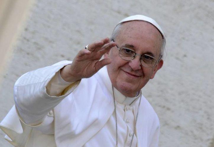 """""""No puedes evitar comer carne en viernes, hacer alguna cosita y luego hacer crecer el egoísmo, la explotación del prójimo y aprovecharse la ignorancia de los pobres"""", apuntó el Papa Francisco. (Agencias)"""
