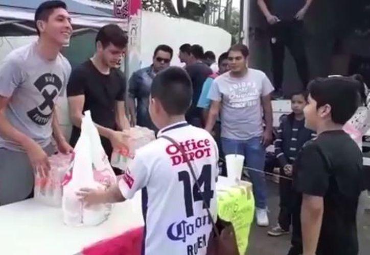 Los futbolistas refrendaron su compromiso con la ciudadanía y pidieron el apoyo de los mexicanos. (Foto: Medio Tiempo)