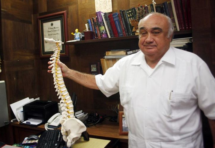 El doctor Raúl José Cárdenas Pérez es pionero en el ramo de la neurocirugía en Yucatán. (Milenio Novedades)