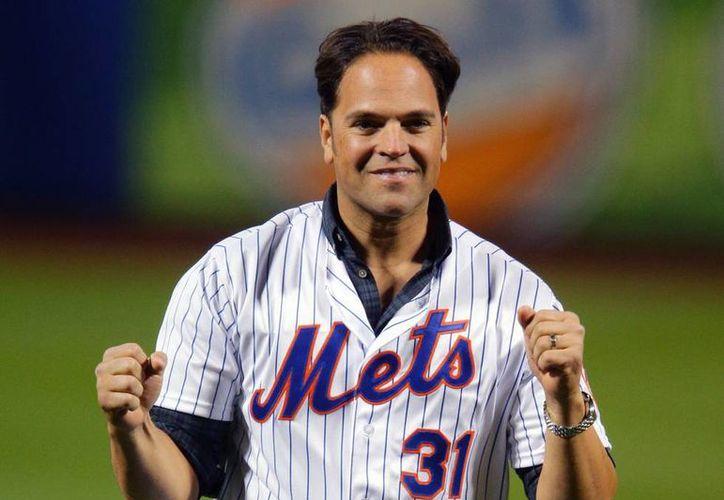 Mike Piazza recibirá uno de los mejores homenajes para un deportista: el retiro del número que utilizó durante su carrera con New York Mets. (Archivo/AP)